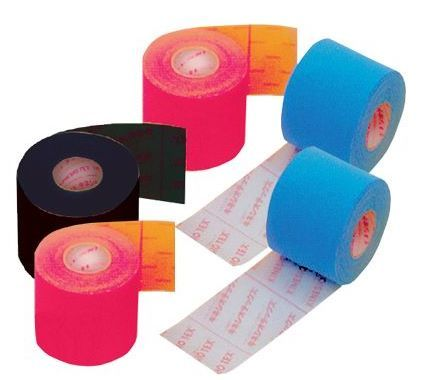 Arriva il taping cosmetico: i cerotti colorati che rimodellano il corpo