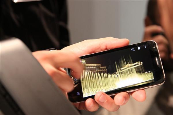 Cresce l'artrite da messaggi smartphone