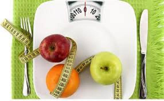 Adolescenti: 5 regole per prevenire obesità e disturbi alimentari