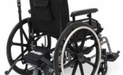 Diagnosi sbagliata, cammina dopo 43 anni sulla sedia a rotelle
