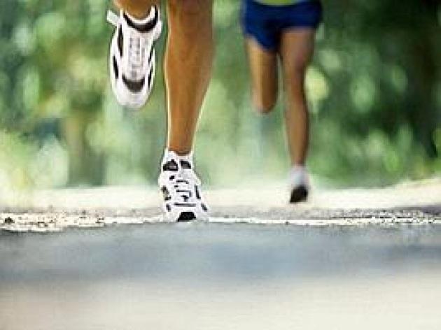 Corsa e mal di schiena, un tabù da sfatare con esercizi e prevenzione