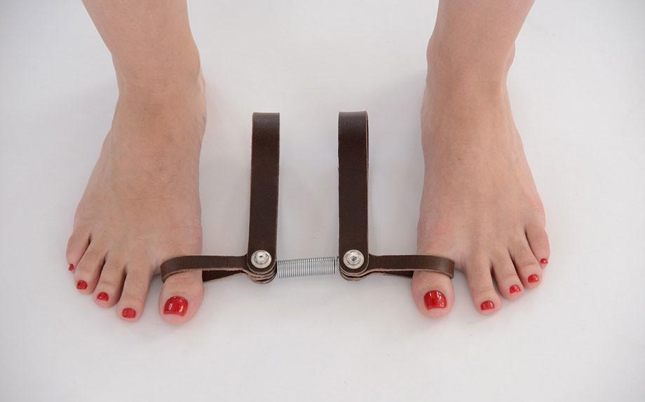 Siete sempre sui tacchi? Arriva un attrezzo di pilates per il benessere dei piedi