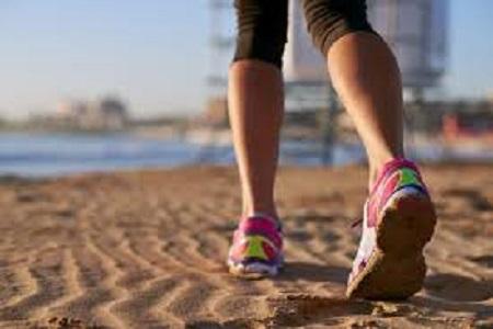 Correre in spiaggia, ecco come evitare gli infortuni sulla sabbia