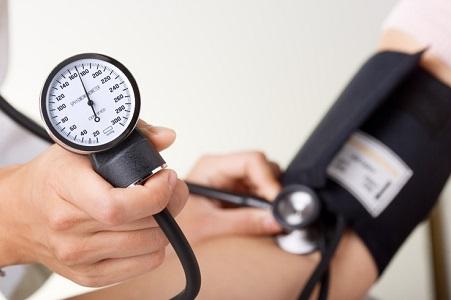 Soffri di pressione alta? Ecco gli esercizi che dovresti assolutamente evitare