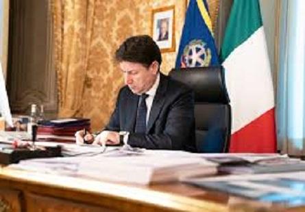 """Coronavirus in Italia, Conte: """"Riaperture al via il 4 maggio"""". Ricciardi (Oms): """"Troppo presto per fase 2"""""""