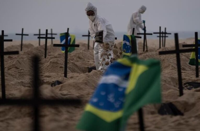 Covid, il Brasile supera le 360mila vittime. Pazienti intubati da svegli e legati per mancanza di sedativi